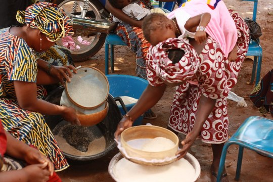 Sifting flour at the malnutrition training