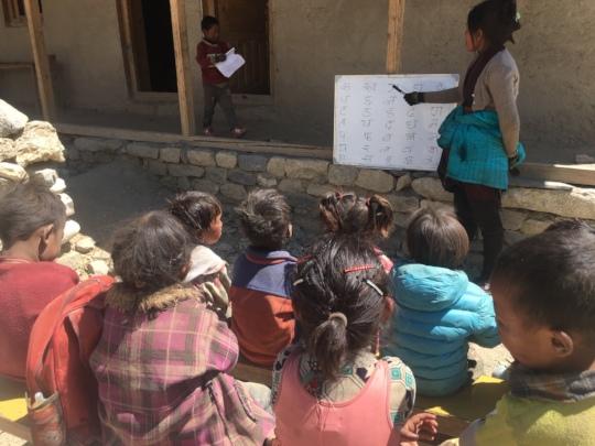 Teacher Tse-Wang teaching younger students