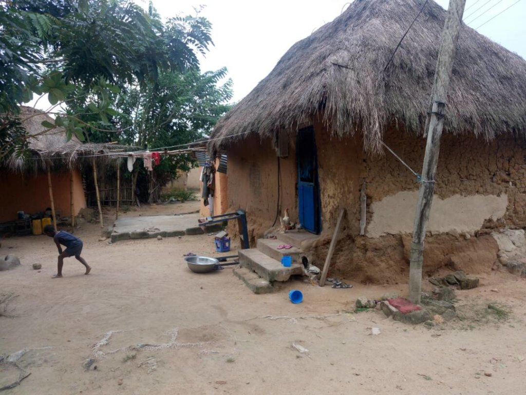 Build 6 toilet facilities for 300 people of Swada