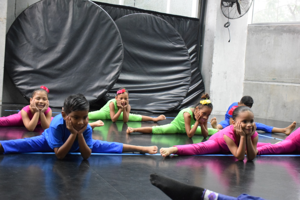 Kids at a contemporary dance class.