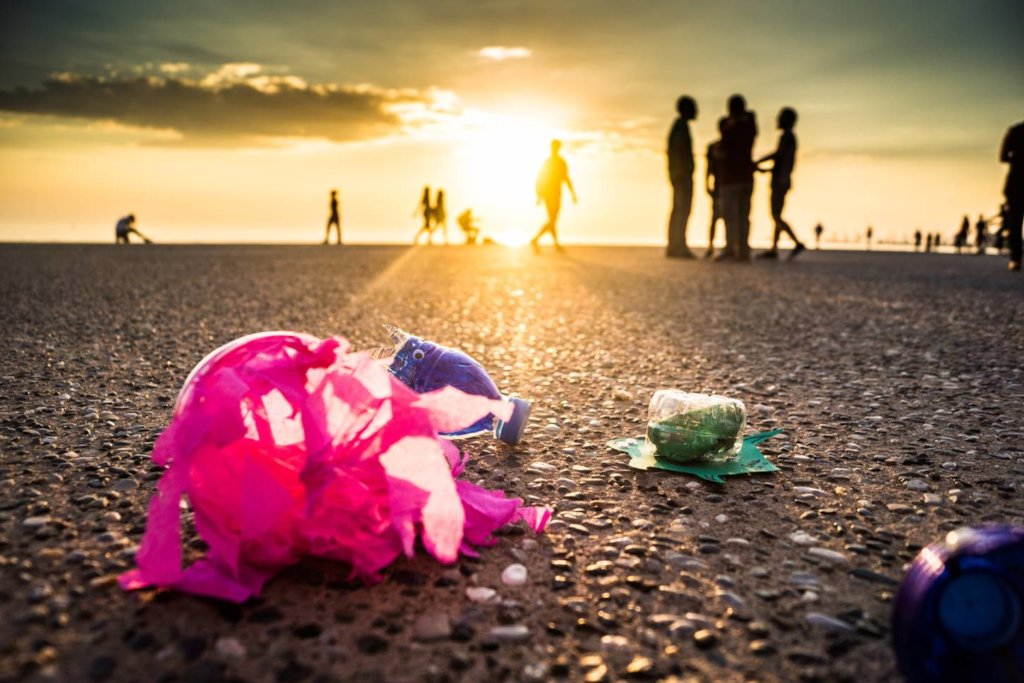 Engage 150 kids to keep the beach clean in Greece