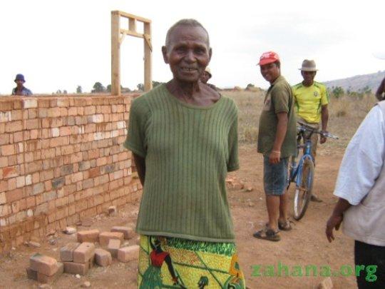 Dadaleva and the future school in Fiadanana