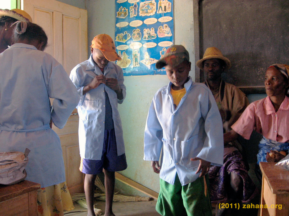 2011: Donne & Dore getting ready 4 seconday school