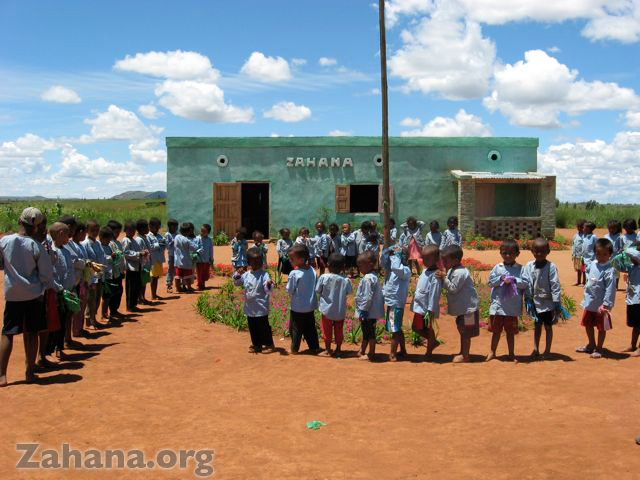 Children singing and dancing for the clebration