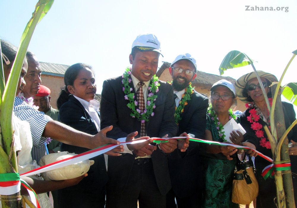 Cutting the ribbon for the new health center