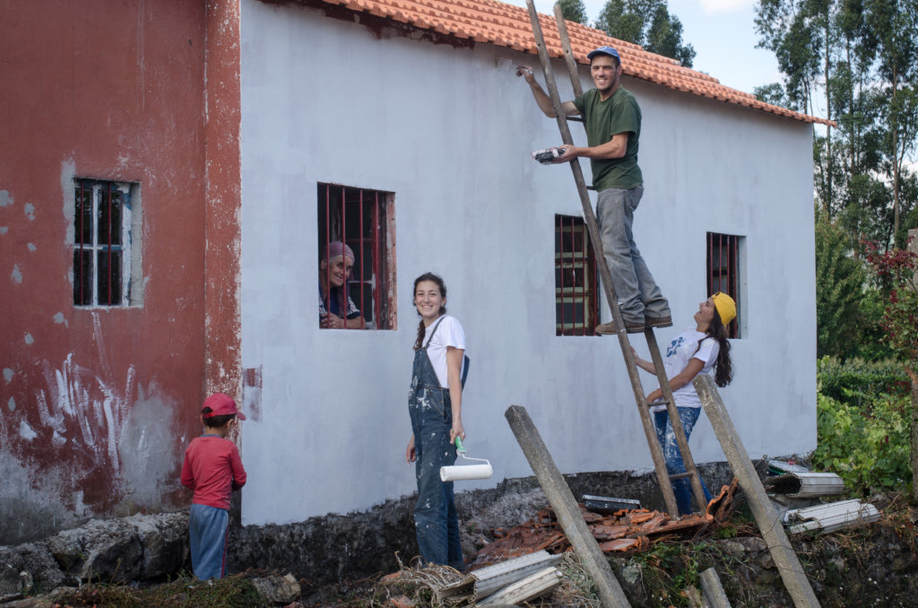 Rebuild homes for the victims of the forest fires
