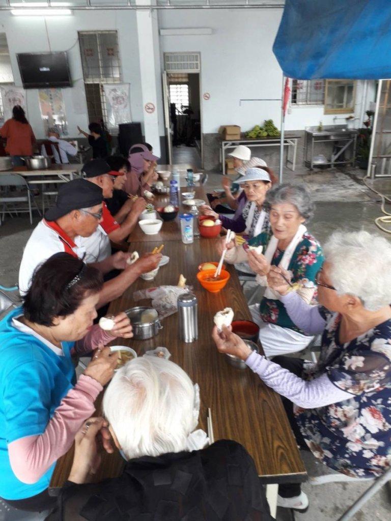 Sharing Balanced Diet with Elderly