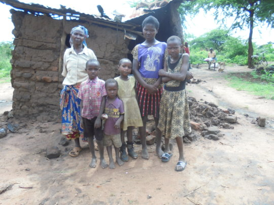 Rebuild hut for Vera and her 10 grandchildren