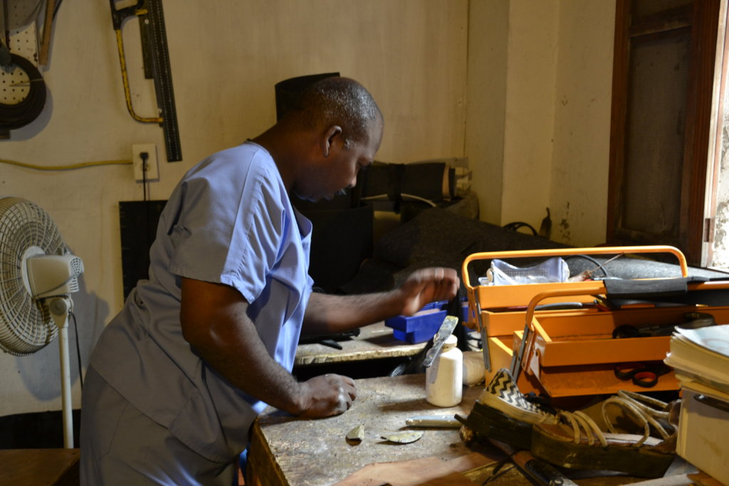 Prostheses technician using recycled material