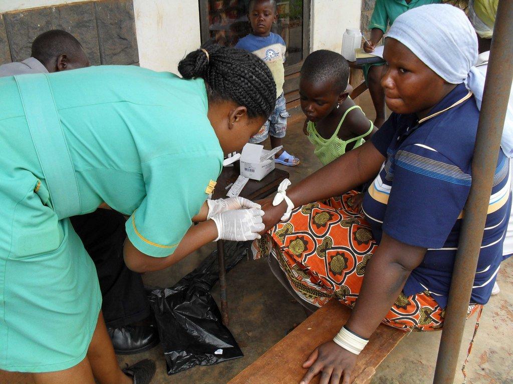 MOBILIZING COMMUNITY ACTION ON AIDS IN UGANDA