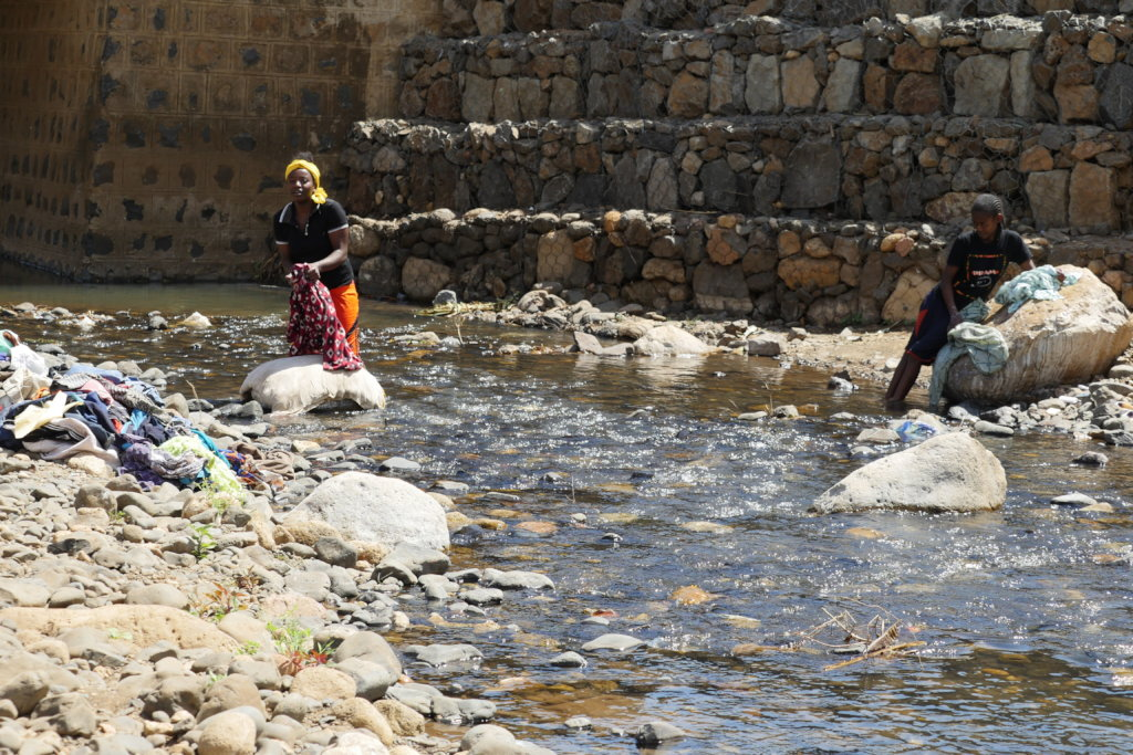 Washing clothes in Chano Dorga