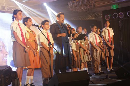 Mahadevan performs with children