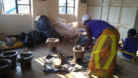 Energy saving stoves workshop in Agonga