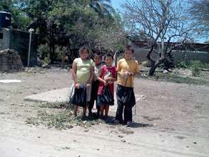 Children in the village of Otates y Cantarranas