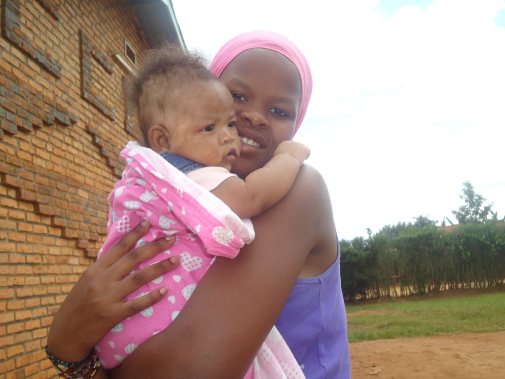 Psychological Help for Adolescent Mothers