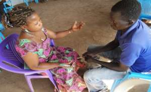 Burundian/South Sudanese in one-on-one discussion