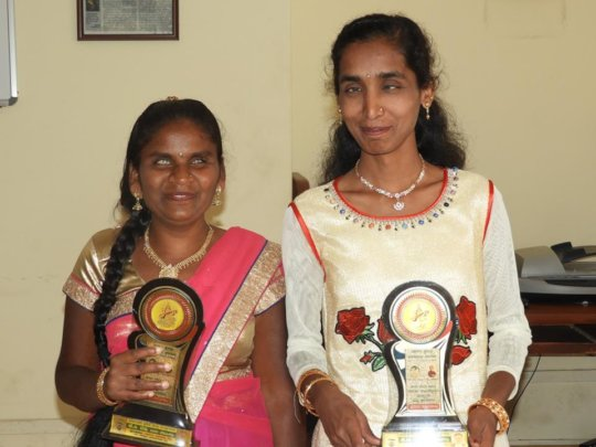 Mitra Jyothi students got Best Students award