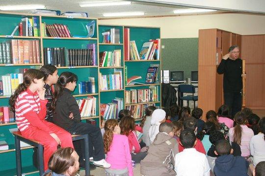 Children listening to Michael Melzer