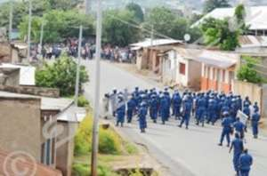Police/Youth confronation during unrest