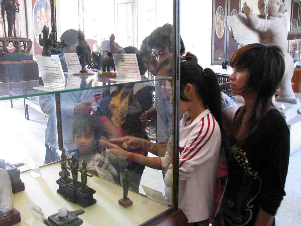 Girls at the museum, enriching their cultural heritage