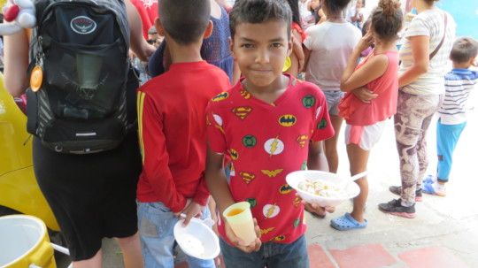 Venezuelan Child Gets Lunch From SAI Volunteers