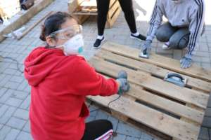 Implementing service learning projects