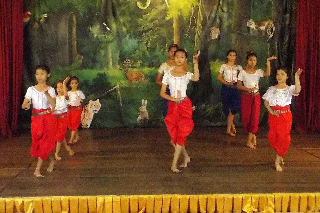 Scenery painted by our students, Champey dancers