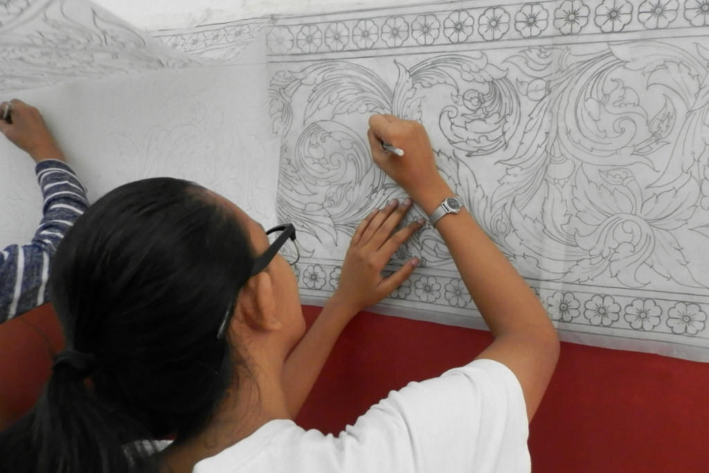Student transfers Kbach design to walls
