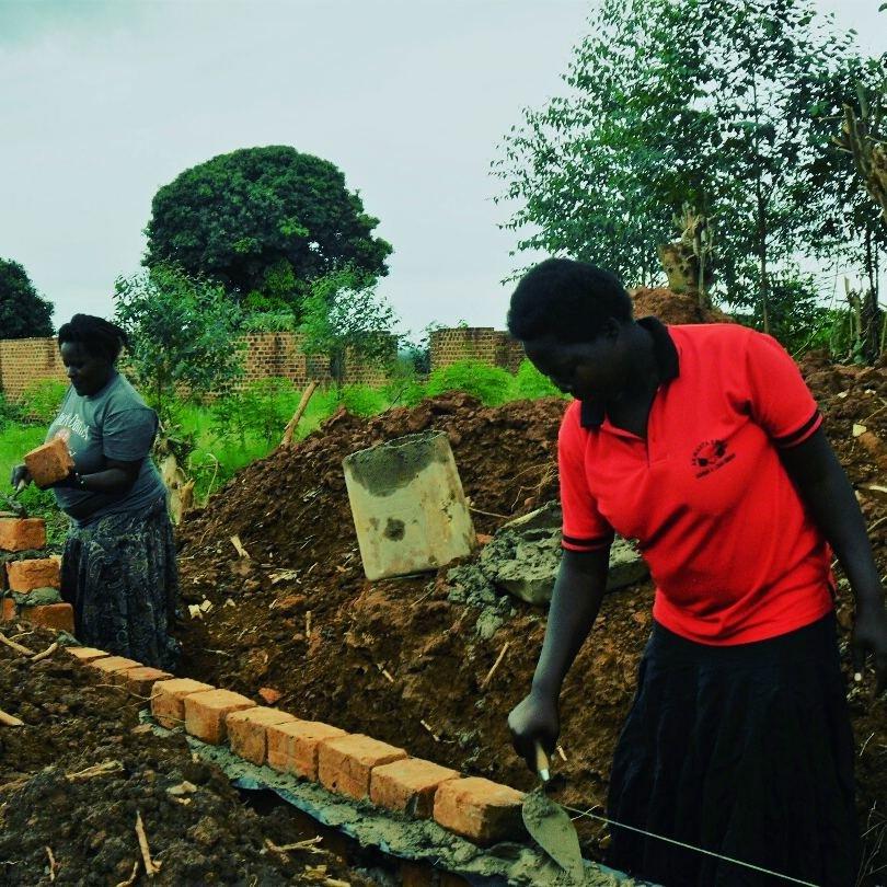 Build a centreprise  for 500 Ugandan women