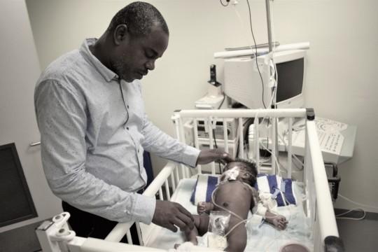 Newborn on oxygen at Justinien hospital
