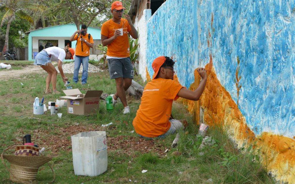 Painting a mural inviting to protect the ocean