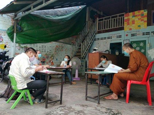 School teachers meeting to define work amid COVID