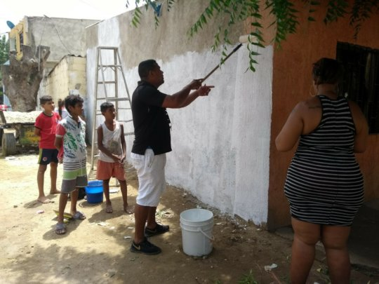 The community help to prepare the wall
