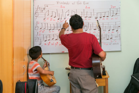 Children learn to read sheet music