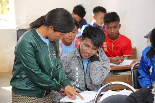 Dipar teaching a class