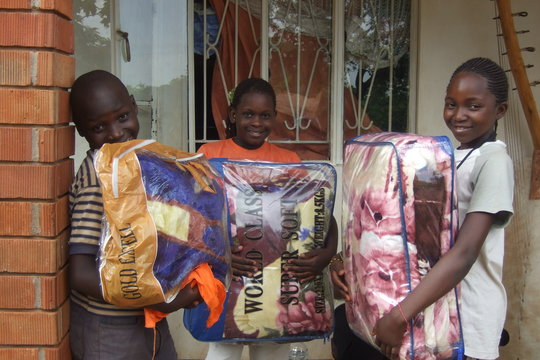 Donation: Kids receive blankets from Ryan and Abby