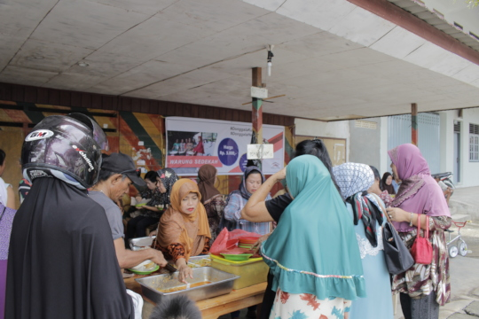 Food Stall Providing Free Food for the Elderly