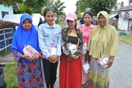 The women of Tanjung Padang