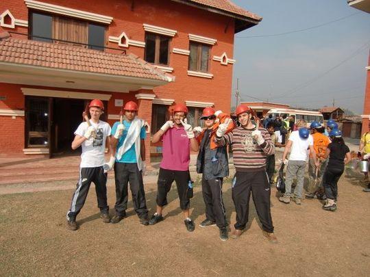 Work crew from AKIS school Dohar