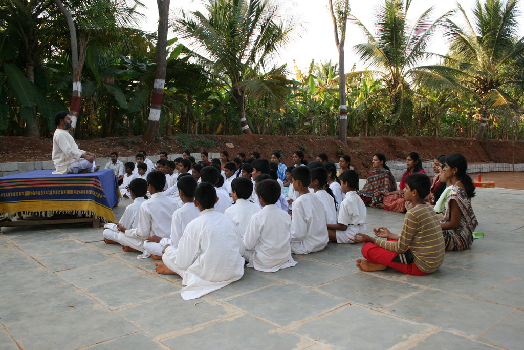 Guruji Pattabhiram conducting a meditation session