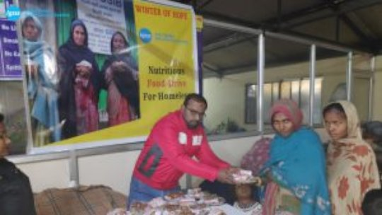 Distribution of food packets at Shelter Home