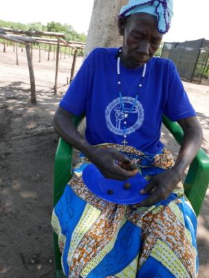 Elderly refugee describes indigenous fruit species