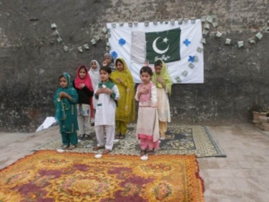 students singing to celebrate Pakistan day