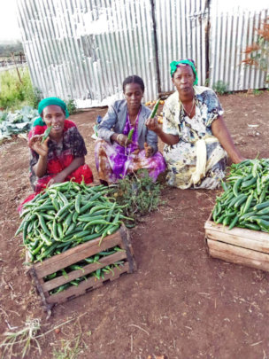 Fate (right) and group members with peppers.