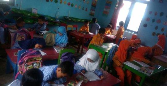 Children in their daily class activity