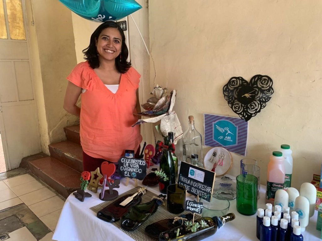Martha Trujillo, products with recycled materials.