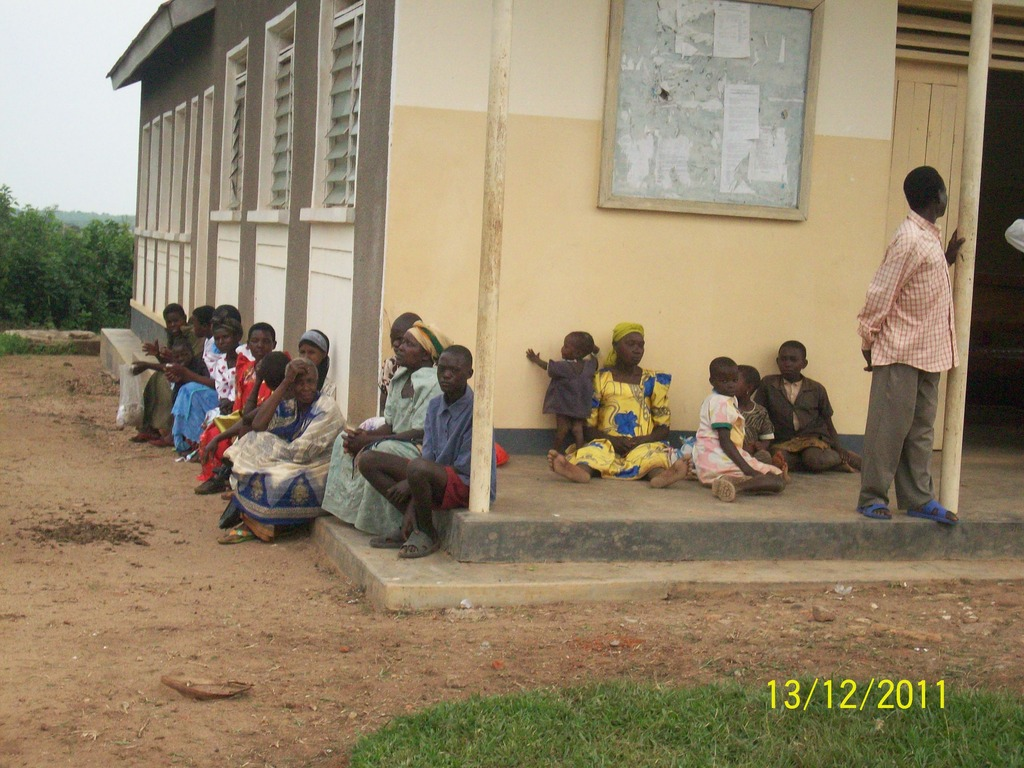 Households gathered to get food