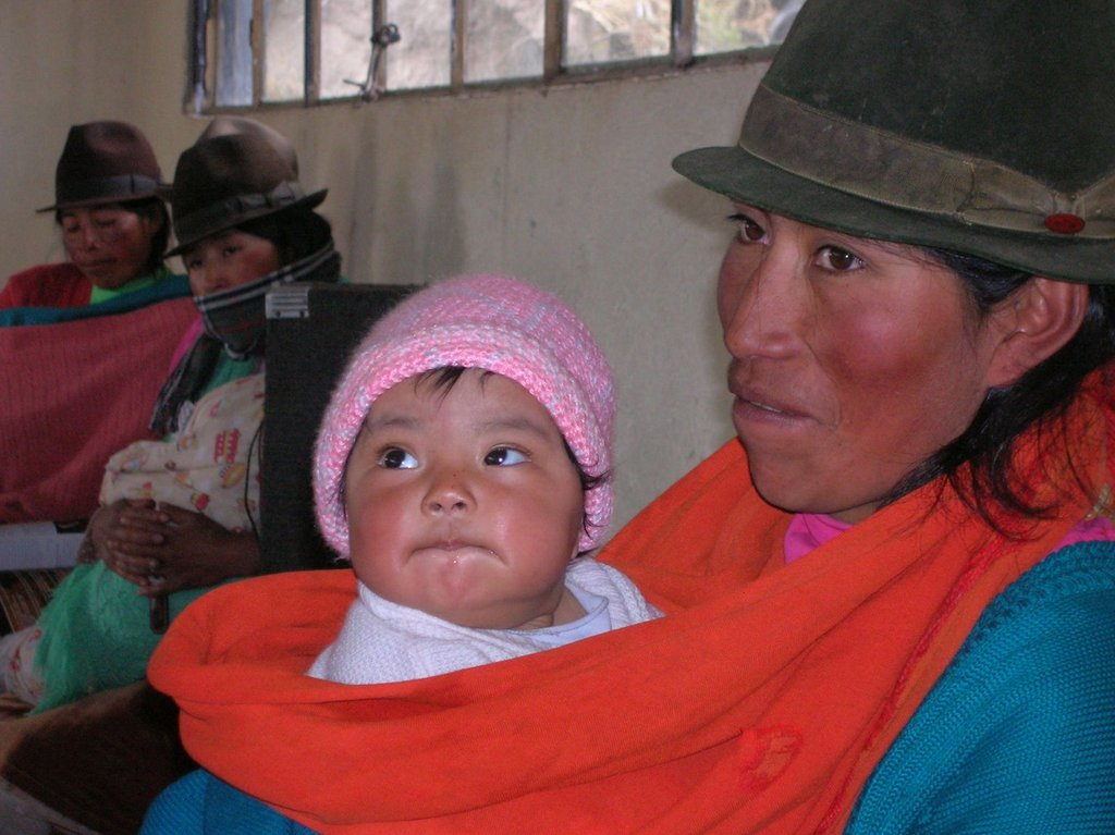 This picture shows how young the members of the Tingo Pucarra community are. Amazing picture of Mom and baby - Rythm of life!