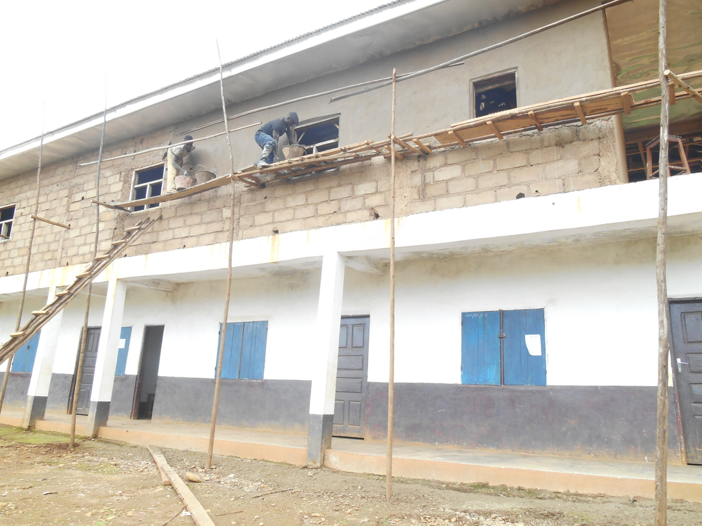 Plastering the upper phase of the school