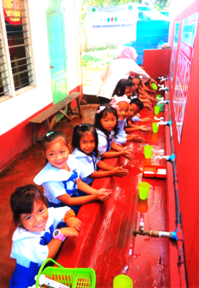 Children are happy at the hand washing station !